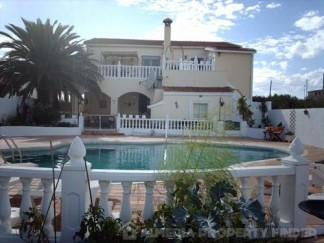 Country House for sale in Cela