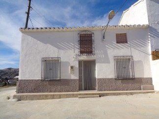Village House for sale in Oria
