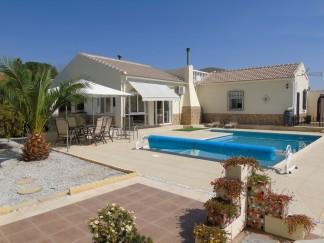 Villa for sale in Oria