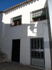 Village House for sale in Sufli
