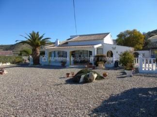 Villa en venta en Albanchez