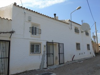 Village House for sale in Partaloa